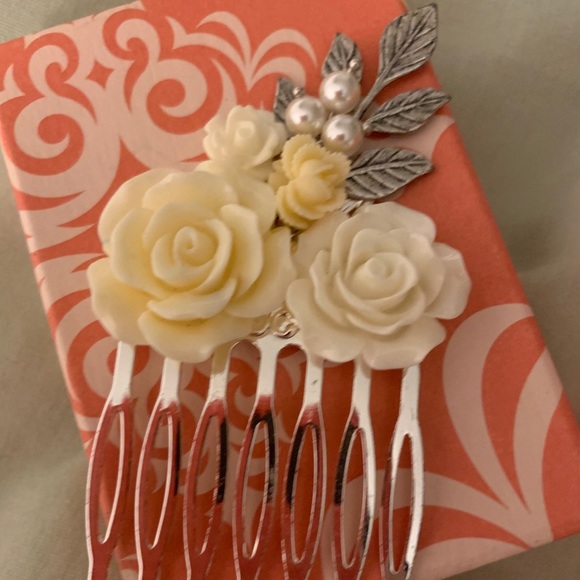 Anthropologie white floral pearl silver hair pin